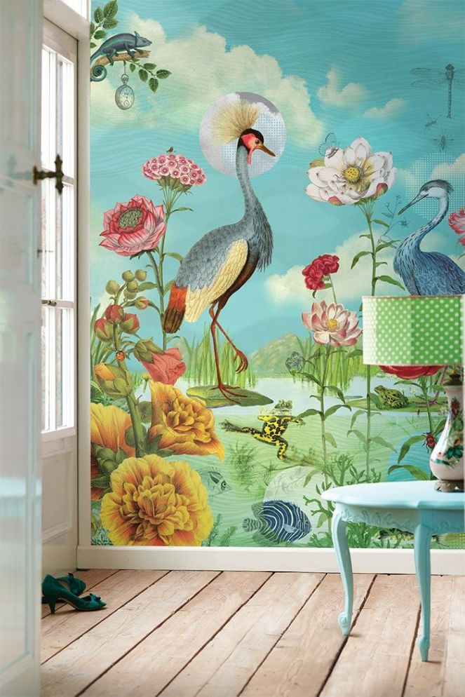 Exotic bird wall mural of wallpaper makes the room sunny even on a gloomy day.